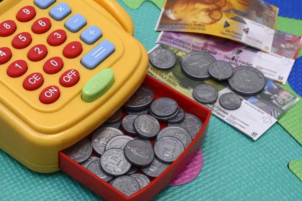 フリーターが賃貸物件を借りるコツ3.貯金をしておく