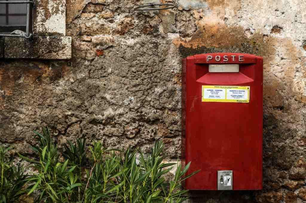 確定申告書類の提出方法は直接、提出箱、郵送、ネットなど様々