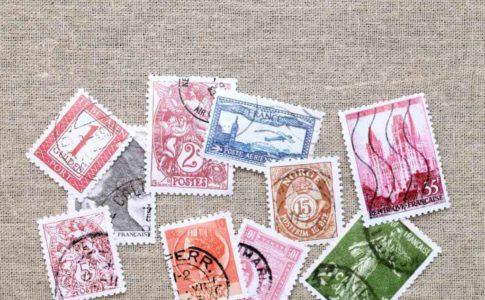 履歴書の封筒に貼る切手の値段は?記念切手はOK?常識的な送り方