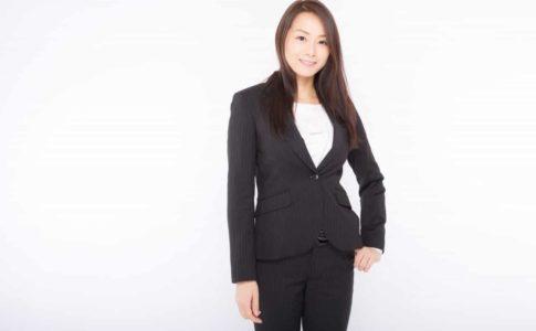 新社会人の女性必見!スーツ選びのポイント4選。人気ブランド紹介も