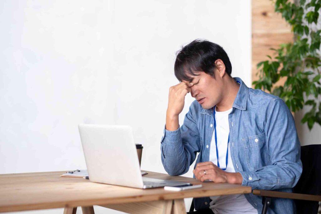 【仕事辞めたい】会社がつらい時の対処法と退職の判断ポイントや考え方を解説