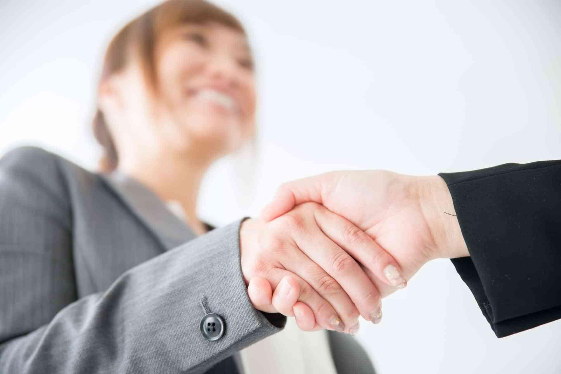 会社説明会では企業は服装のマナーも見ている