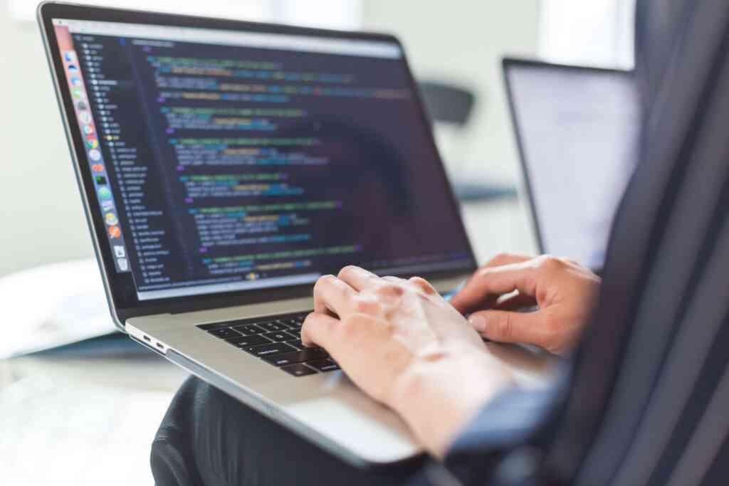 【新卒向け】IT業界への志望動機の書き方を紹介!未経験でもエンジニアとして経験があると有利?