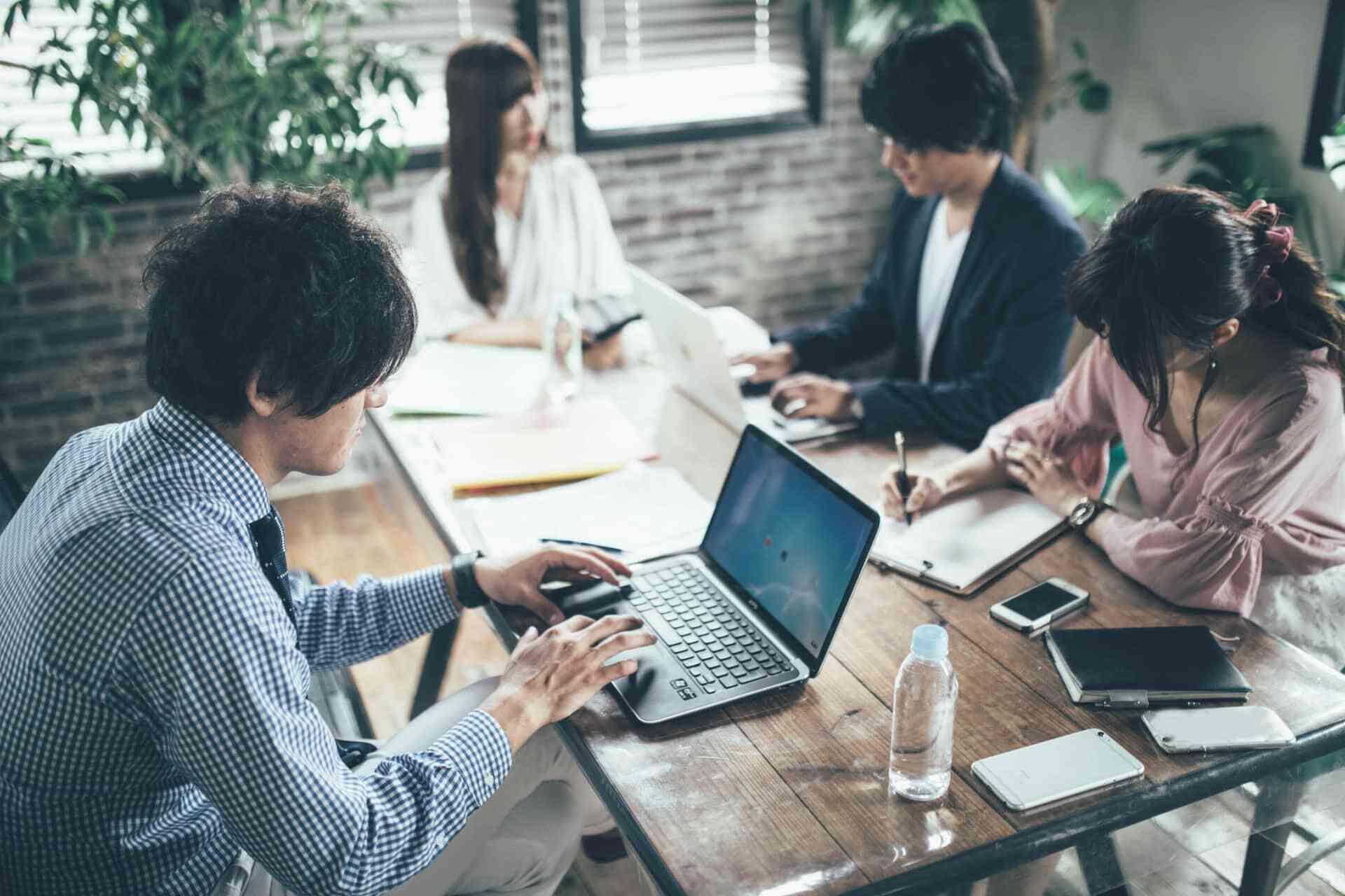 ベンチャー企業に新卒入社はアリ?就活や企業選びのポイントや注意点も解説