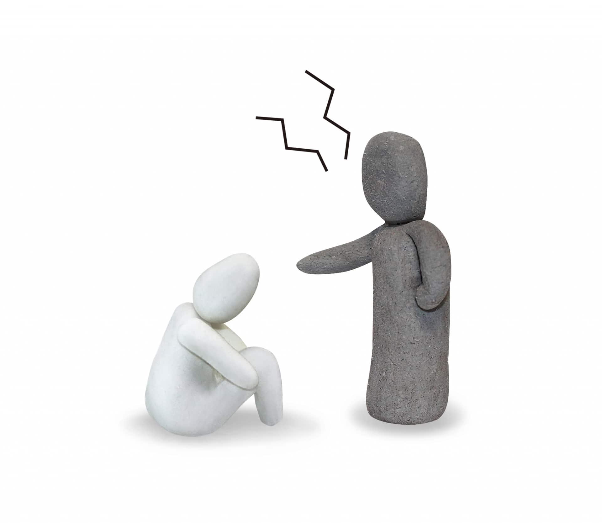 圧迫面接を企業がする理由は?面接官からの質問や回答を押さえて対策しよう