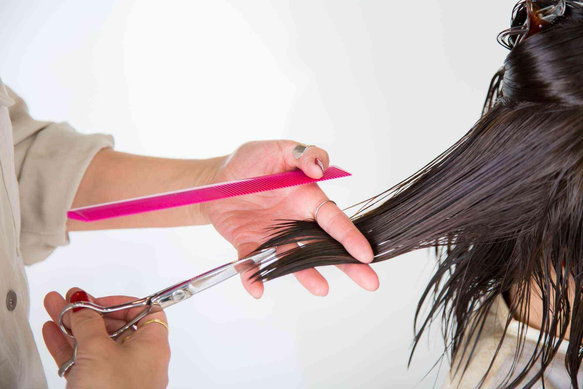 面接では髪型にも気を配り、面接官に好印象を与えよう!