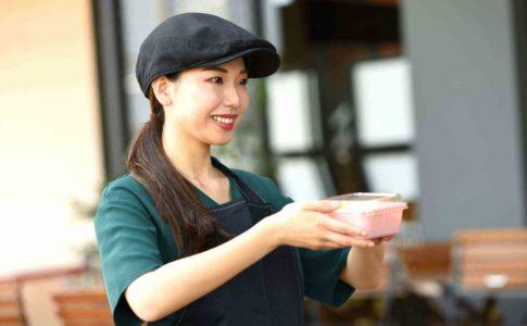 飲食業界とは?飲食店の接客の仕事から目指せるキャリアも知ろう