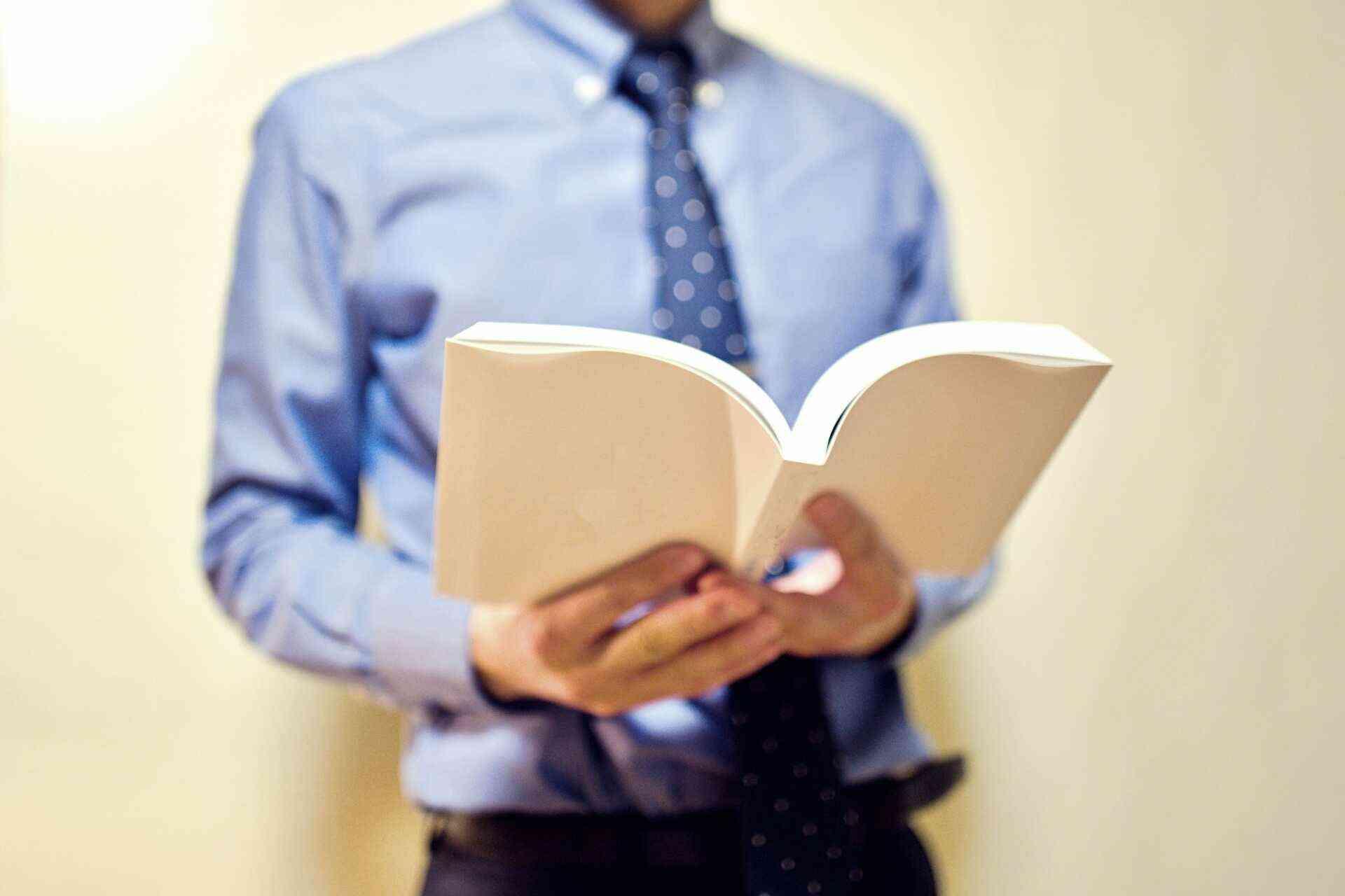 平均年収の高い文系の仕事