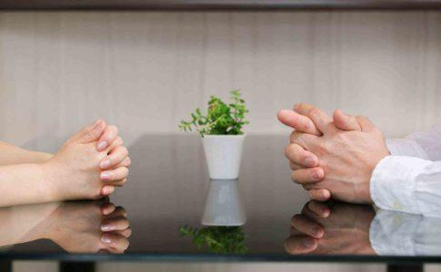 退職の相談はいつ誰にどうやってするの?会社と揉めた際の相談窓口はある?
