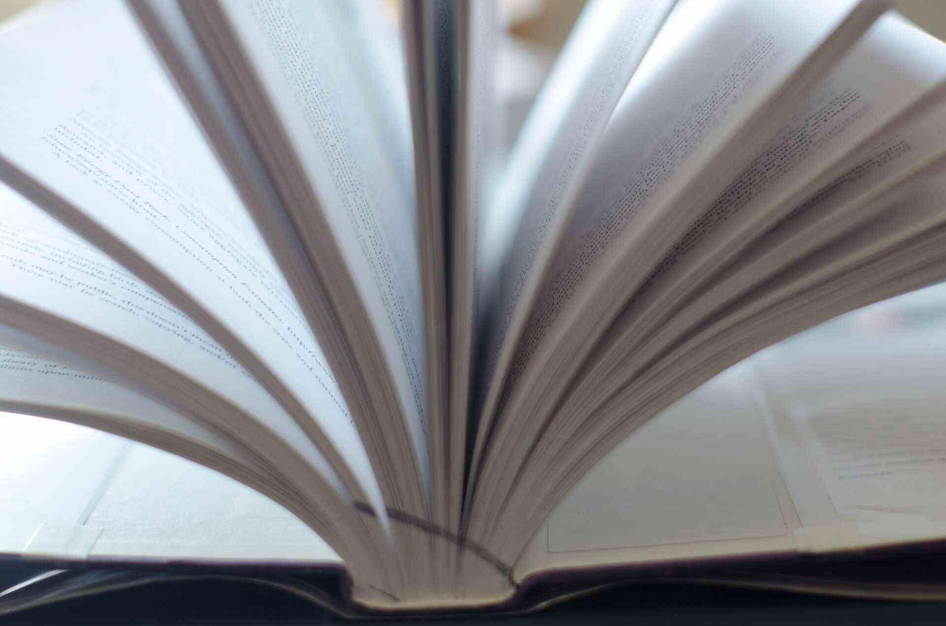 印刷業界は「出版印刷」と「商業印刷」の2つに分けられる