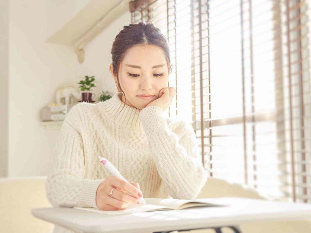 資格取得は意外と時間がかかる?就職前の勉強の頻度やタイミング