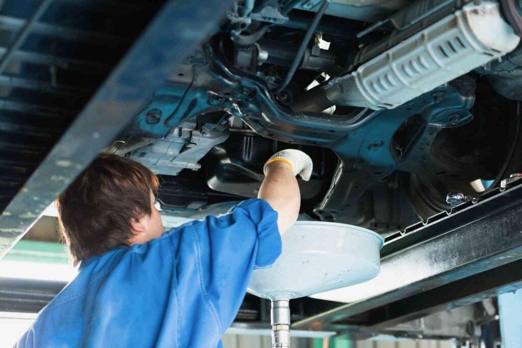 自動車整備士の給料が上がり年収も上がり続けている