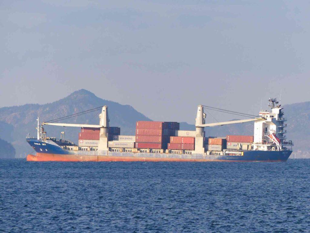 海運業界の業界研究~そのビジネスモデルや代表的な企業の特徴を解説~