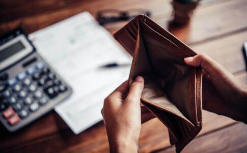 無職の場合の国民健康保険料は月額いくら?高くて払えないときの減免制度などを解説