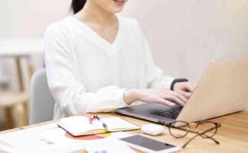 在宅勤務をするには。メリットとデメリット、向いている業界や職種も紹介